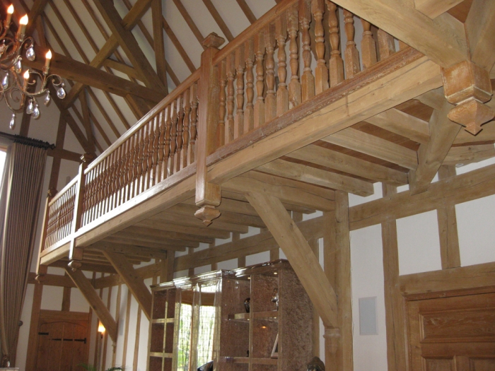 Oak Cantilevered Gallery with Support Brackets