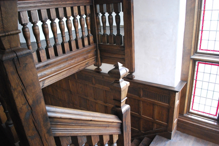 Heavy Sectioned Solid Character Oak Staircase with Very Large Handrail and Balustrades and Large Solid Oak Finials