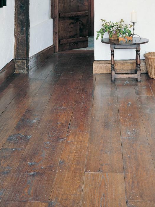 Random width medium character Oak Flooring