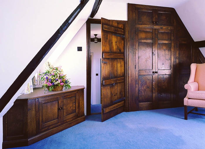 Fitted Oak Wardrobe and Corner Unit with matching Planked Door