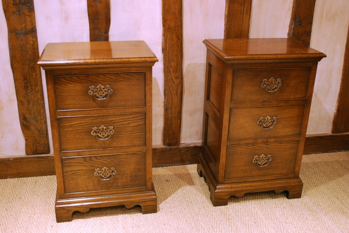 Oak Bedside Chest of Drawers with Fretted Brass Handles