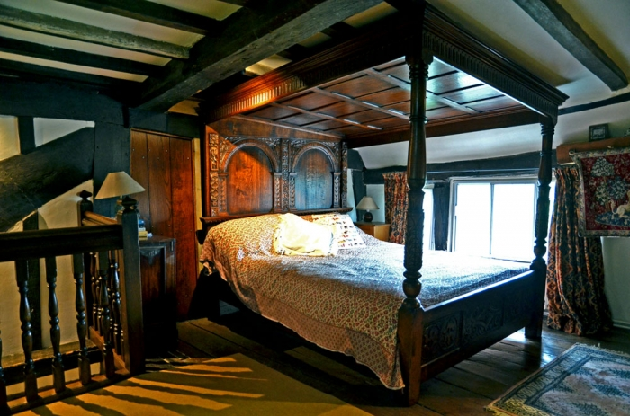 A totaly unique Four Poster Bed