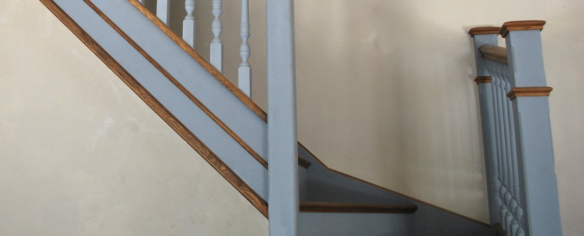 Polished Oak and Painted Tulip-wood Staircase