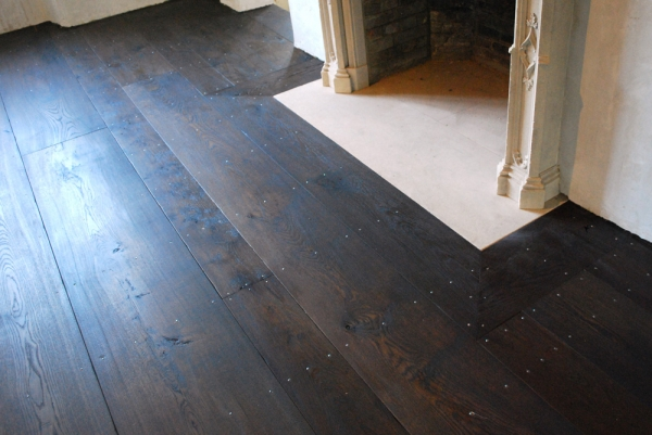 Random Width Character Oak Flooring held down with Fine Shank Rosehead Nails