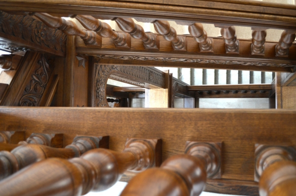 Oak Staircase, Looking down the stairwell