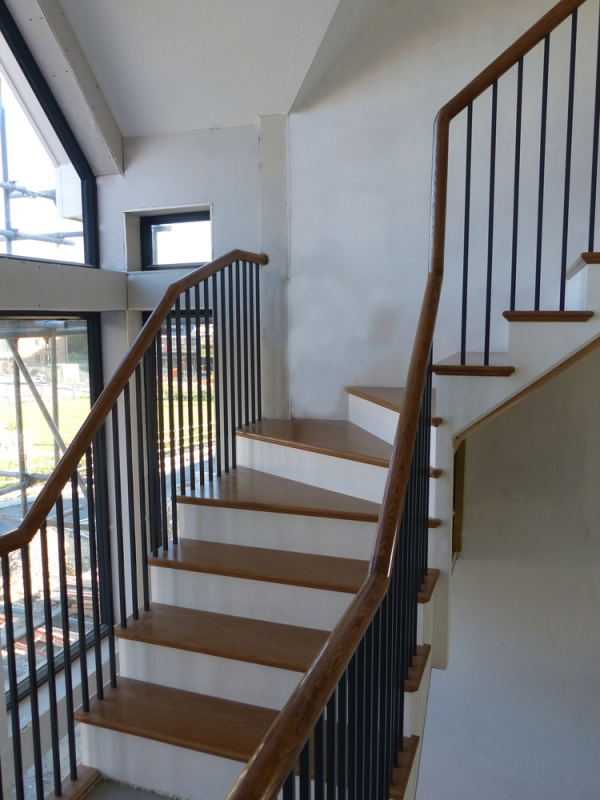 Continuous Handrail Staircase in Oak