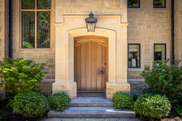 Impressive Oak Plank and Ledge Door